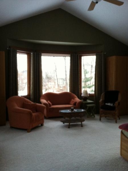 Oranges sofa welche wandfarbe forum einrichten und deko - Rauchblau wandfarbe ...